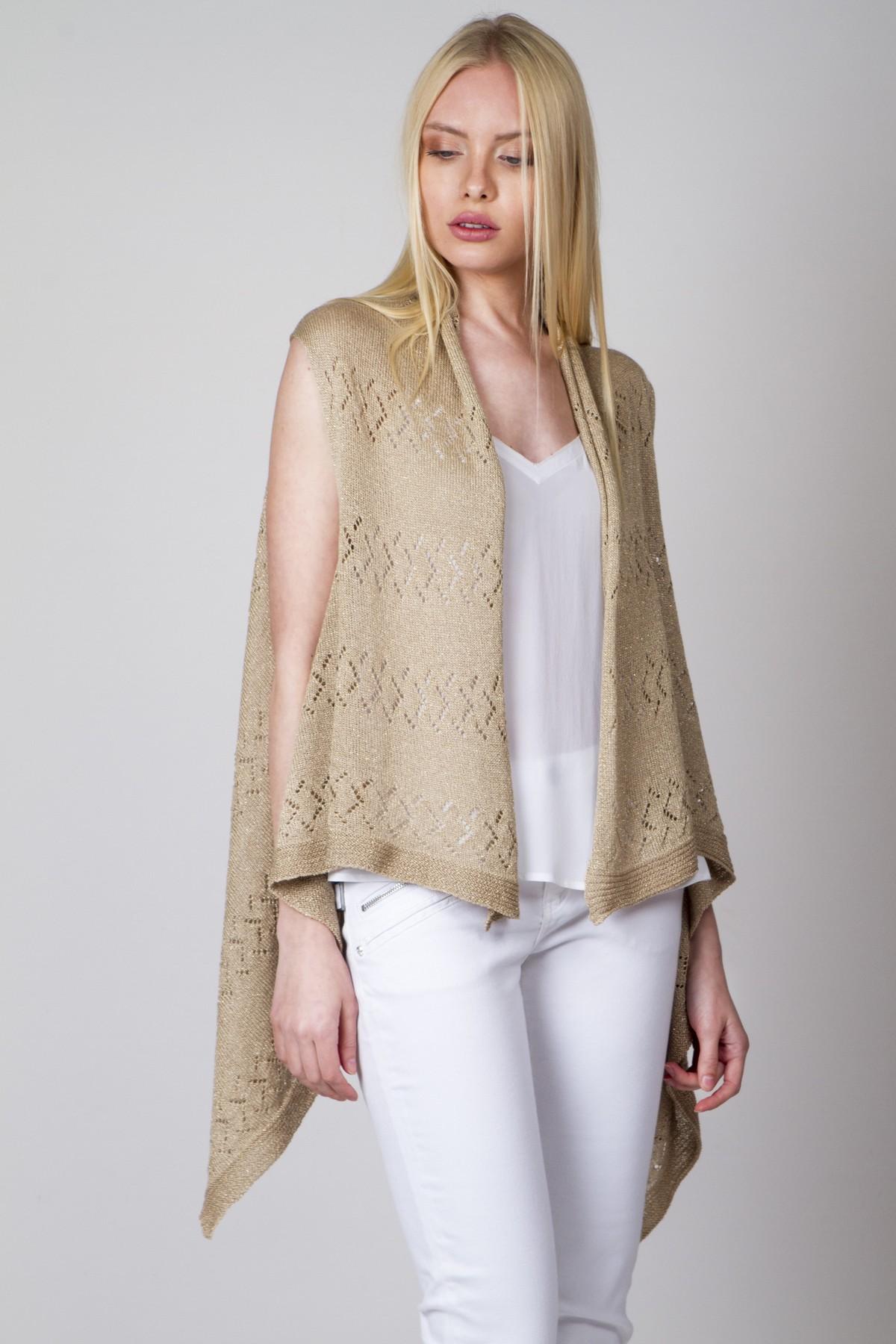 Sleeveless cardigan with holes in knitting - aggel.eu