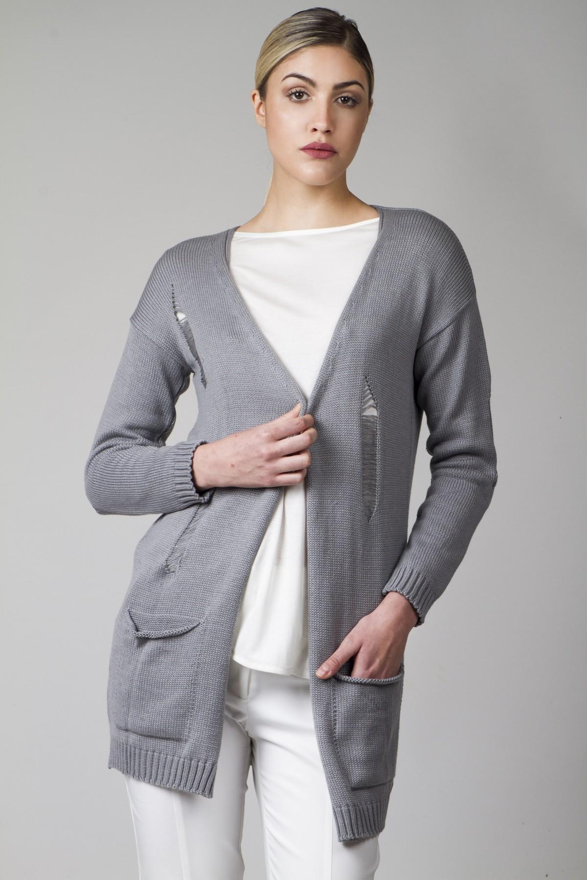 Short cardigan with rips in knitting - aggel.eu
