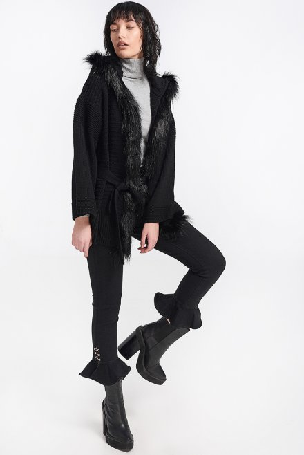 Cardigan with fur & a belt black