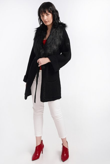 Cardigan with fur collar and a belt black