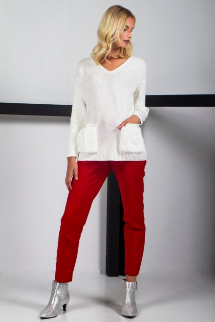 Ve neck blouse with fur on the pockets ivory