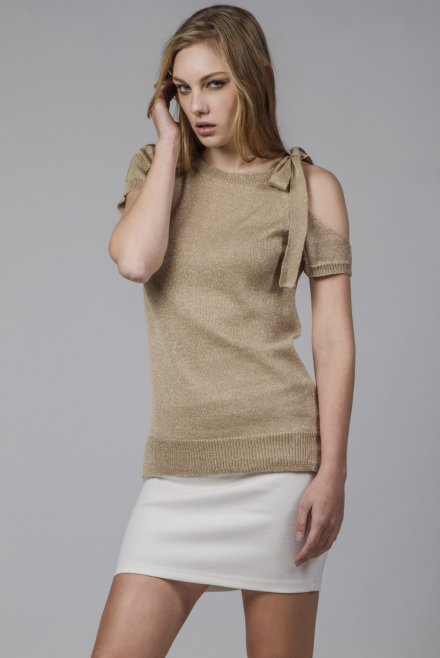 Blouse with a bow on the shoulder gold