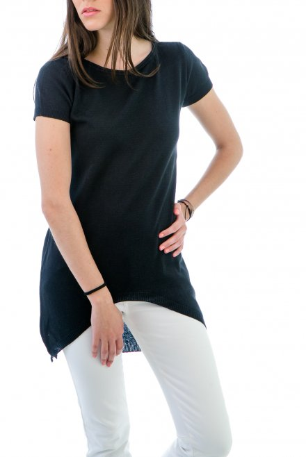 Short-sleeved Blouse in Circle line on the front black
