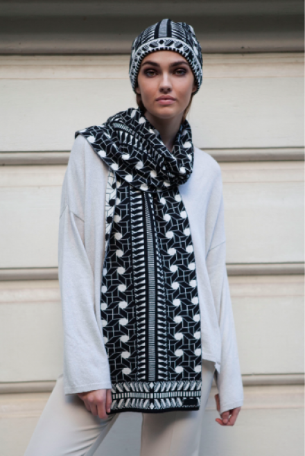 Scarf with geometrical pattern